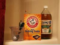 box of baking soda and jar of vinegar